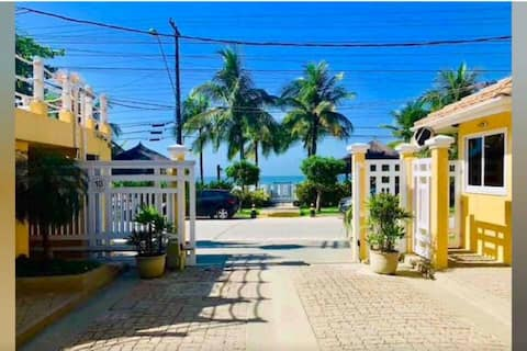 JUQHEHY, gated community house. Front of the sea.