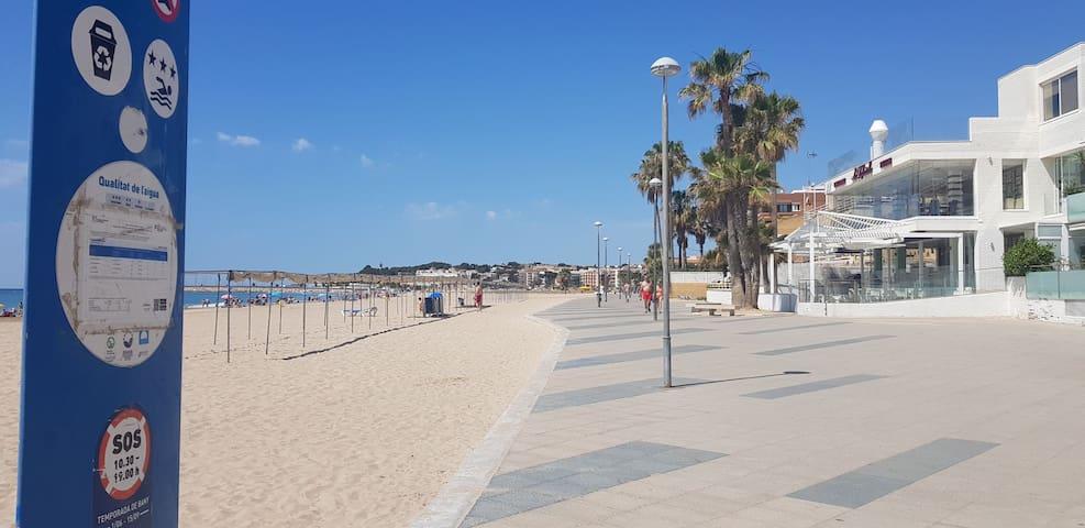 Apartamento a 100m playa cerca de PORT AVENTURA