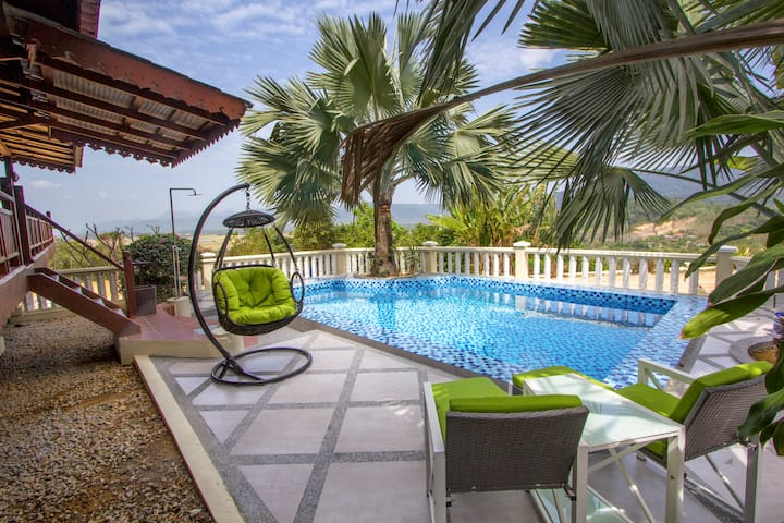 ★ The Emerald House ★ Private Pool ★ Hill Top ★