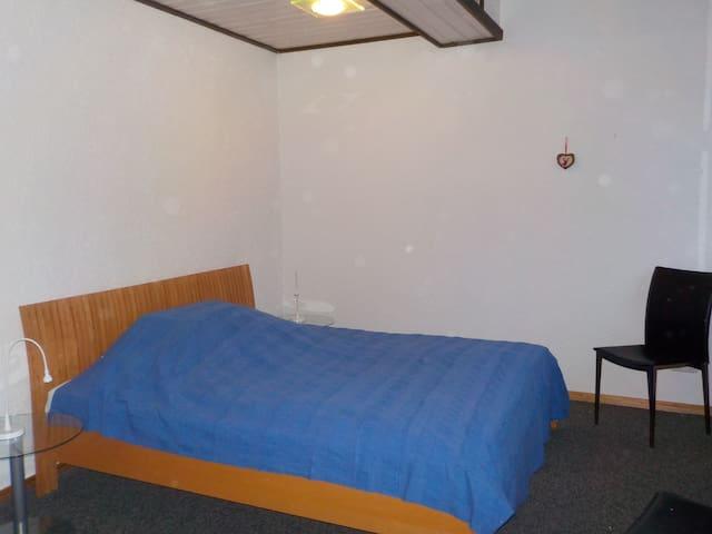 Schlafbereich mit Doppelbett in 1,80m Breite