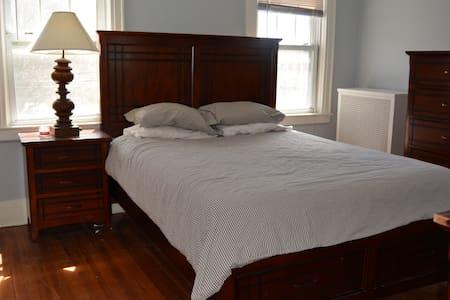 Comfortable Room; Suburban Home - Queens