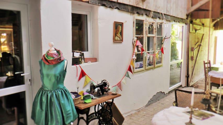Näh-Atelier mit Himmelbett - Kleines Wiesental