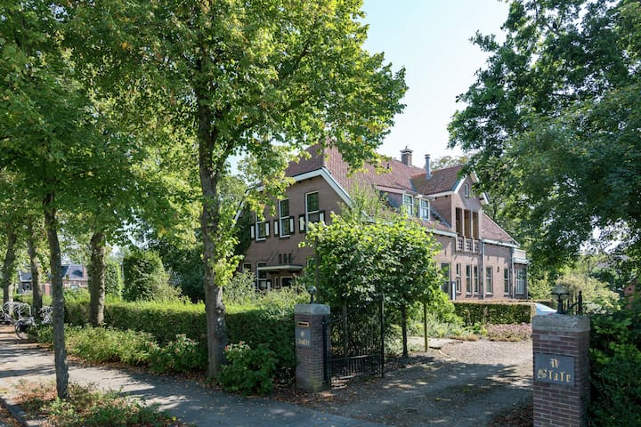Monumental villa with Jacuzzi, steam shower and gym near the Wadden Sea