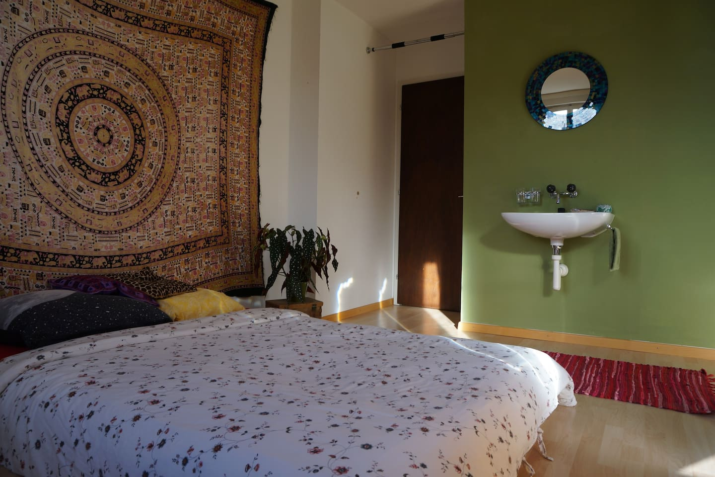The guestroom