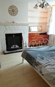 Large bedroom with own conservatory, free parking - Brighton - Apartment