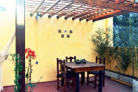 Apartamento soleado con gran terraza propia - Buenos Aires - Departamento