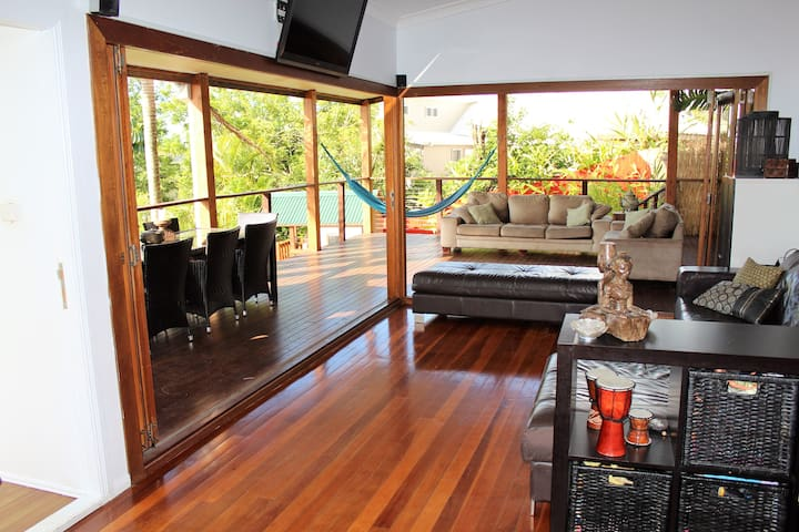 Amazing view & Pool - Close to everything - 4bed - Carrara - House