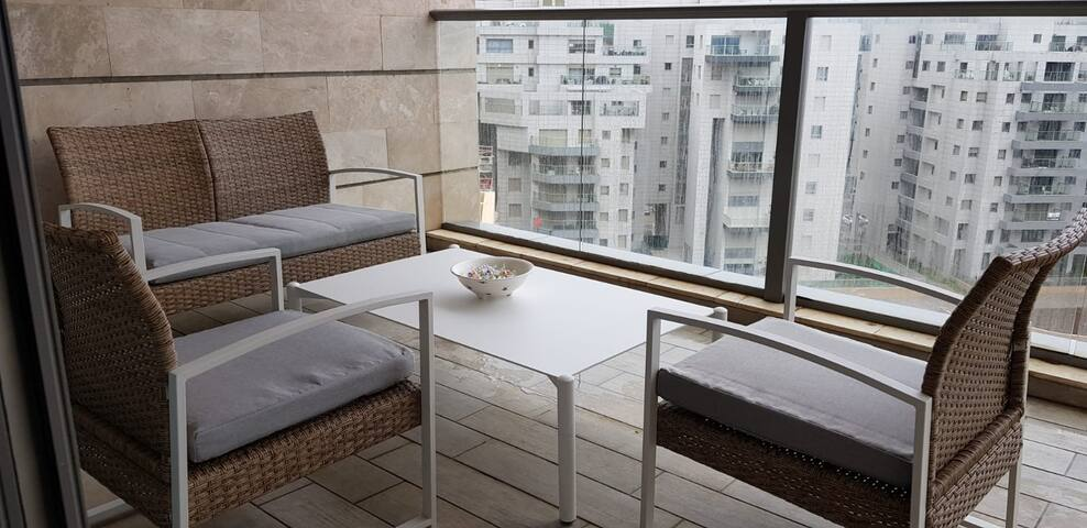 3BD Apartment with balcony in North TLV