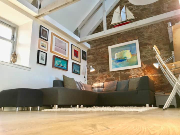 Modern and Contemporary cottage in centre of Elie