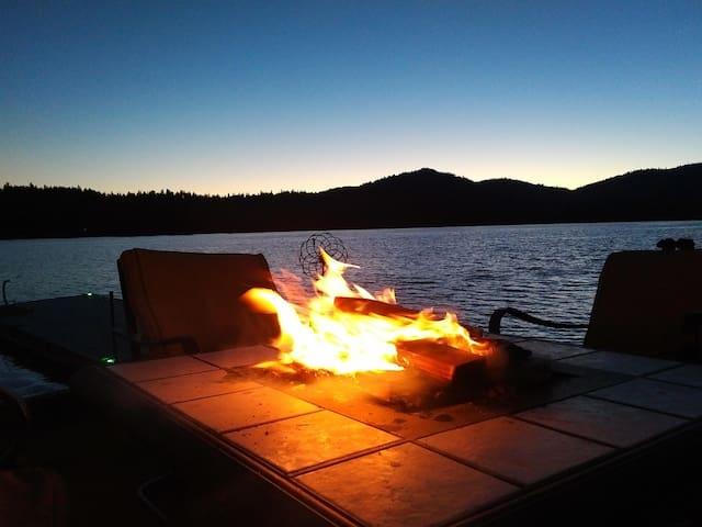 Fall at the lake -  Sleeps 4 - Private beach