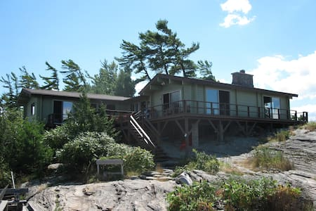 Beautiful cottage on Georgian Bay - Honey Harbour