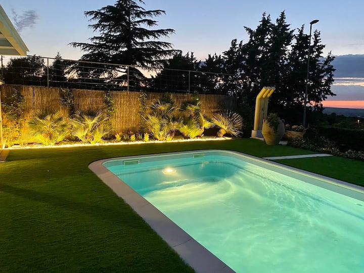 Entire Villa 2 floors, 3 bedrooms, pvt Pool, 10pax