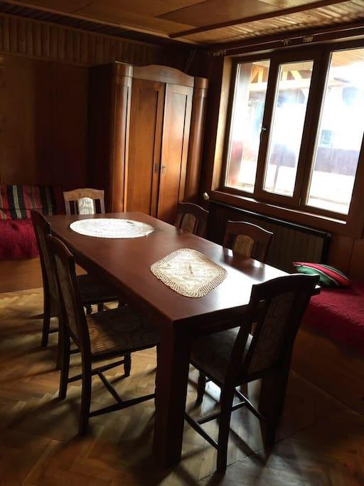 Традиционна битова стая за гости и събирания.