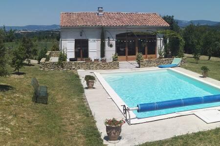Maisonnette en Drôme Provençale -Piscine-4prs-95€