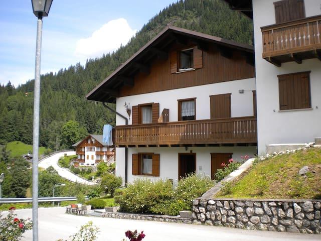 Soleggiato appartamento nel cuore delle Dolomiti - Caprile - Apartment