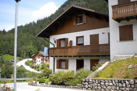 Soleggiato appartamento nel cuore delle Dolomiti - Caprile - อพาร์ทเมนท์