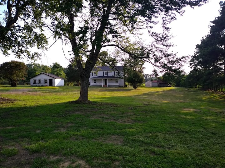 Lucks Branch Farm, Your Secluded Getaway!
