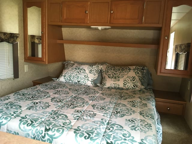 Travel trailer, very cozy, cool and fun!!