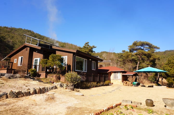 Wooden house with great view힐링하우스