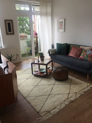 Bright one bedroom flat in West London