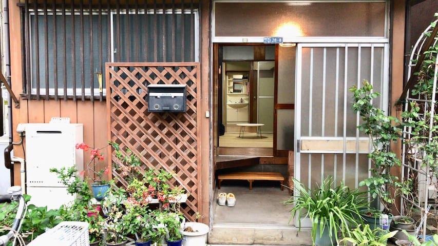 民泊 蘭峰 99平方の一軒家まるごと貸し。浅草、スカイツリー、上野観光に便利。成田羽田空港乗換えなし