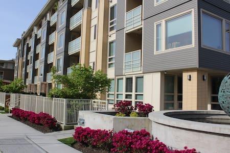 Brand New Condo, Modern Set-up, Spacious Lobby - North Vancouver - Condominium