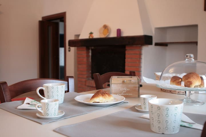 "B&b ""A casa di Claudia"" - Tarquinia - Bed & Breakfast"