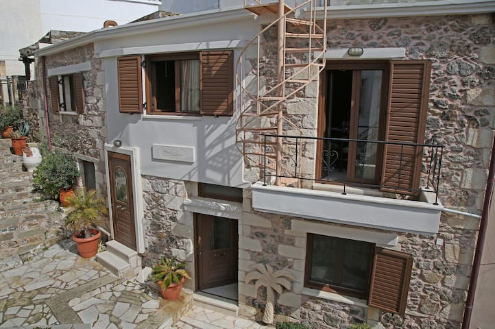 Authentic Cretan Old Stone House - Chamezi - Casa