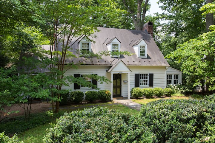 Gorgeous Home-Walk to UVA & Authentic Charm