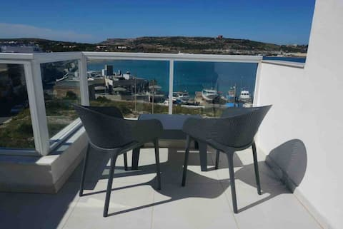 Penthouse NEW 2 bedroom Seaview 50 mts  from beach