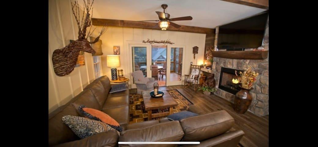 Stoney Lonesome cabin