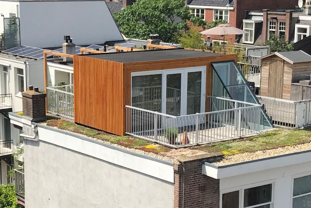 Rooftop with masterbedroom and two terraces.