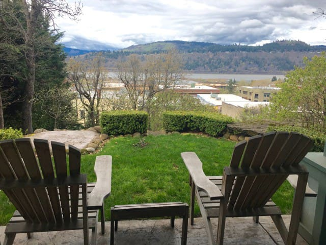 Roe Parker - Perfect location - Walking Distance! Wine, dine, and VIEWS!