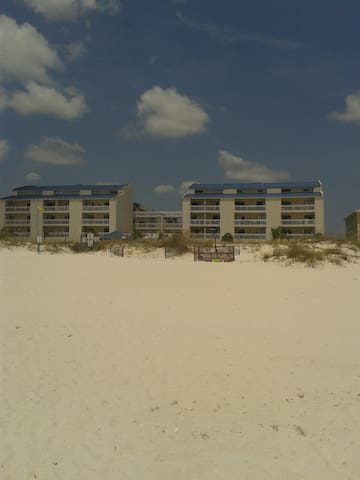 Furnished Beachside Studio Condo with Balcony - Orange Beach