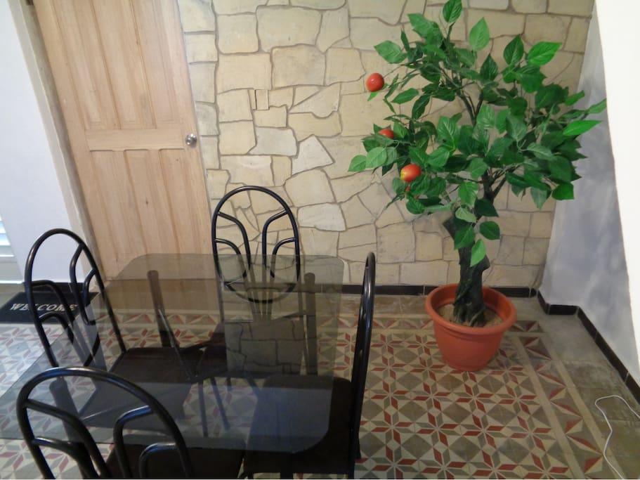 Small room-Dining room of the Hostal, an ideal excuse for sharing and enjoying a breakfast. La Saleta-Comedor del Hostal , una justificación ideal para compartir y disfrutar de un desayuno.
