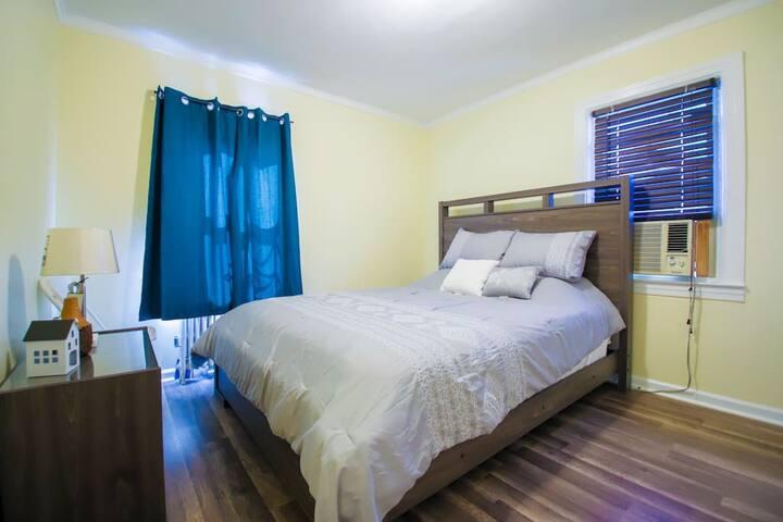 Bedroom 2, Queen Bed