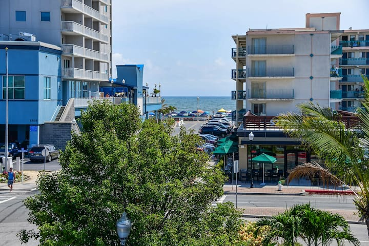 Two Bedroom/oceanside/boardwalk& Ocean view