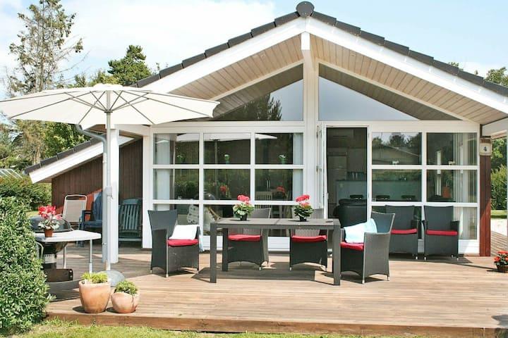 Comfortabel vakantiehuis in Dannemare met sauna en jacuzzi