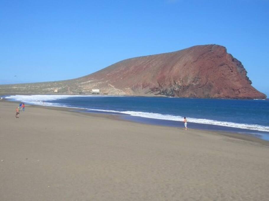 a 2 km - Playa de la Tejta