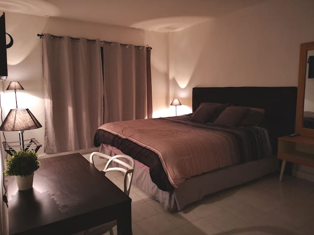 Amplia habitación muy tranquila