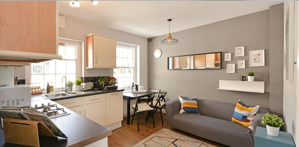Charming 2 bed flat with views to the London Eye - Londen - Appartement