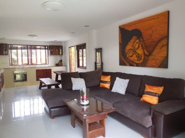 Large Lounge & Dining