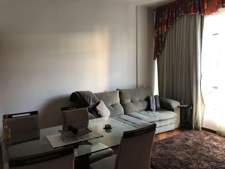 Apartamento a 5 minutos do aeroporto internacional em um bairro melhor da ilha ,terceiro em qualidade de vida no Rj.Super funcional.