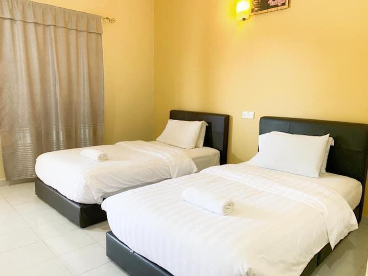 Cenang, Twin Bedroom (2 Mins to Cenang Walk)