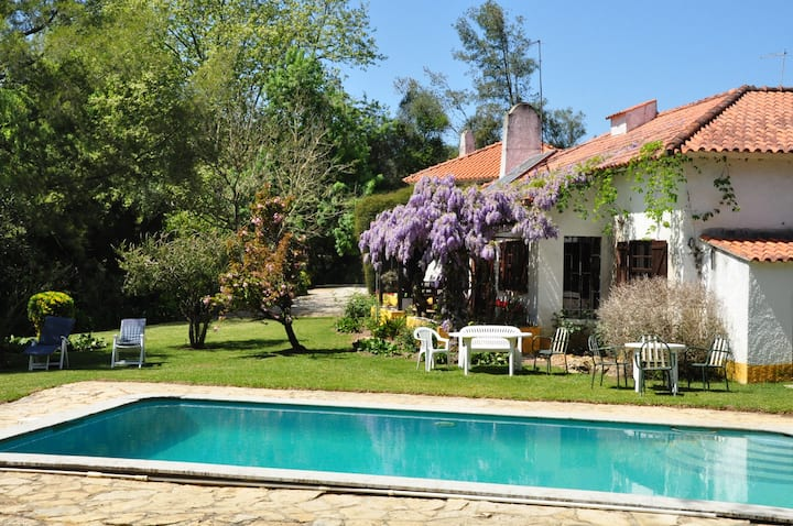 House in an idyllic and romantic garden in Sintra