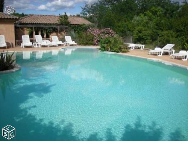 parc résidentiel très calme rivière proche piscine - Chambonas