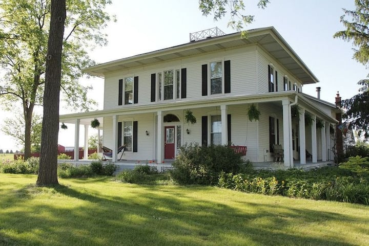 Modern Historic Italianate Farmhouse in Country