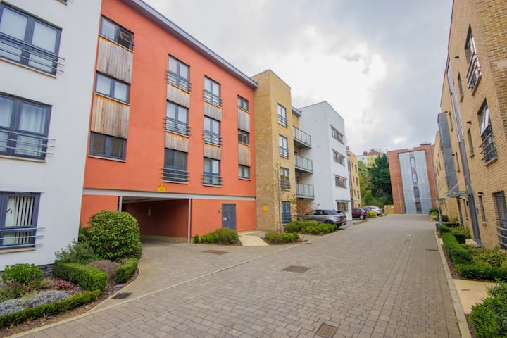 2 Bedrooms | Central Location | On-site Parking