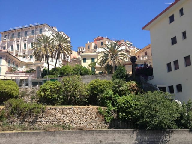 A due passi dal centro e dal mare - Bordighera - Apartment