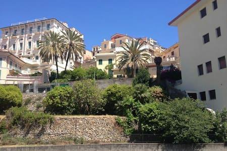 A due passi dal centro e dal mare - Bordighera - 公寓
